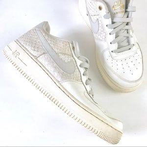 Nike Air Force 1 LV8 crocodile white youth sneaker